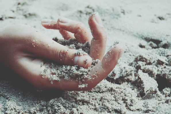 Life-of-Pix-free-stock-photos-hand-sand-santalla