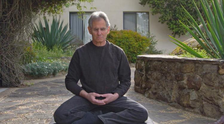 John-Kabat-Zinn-meditando